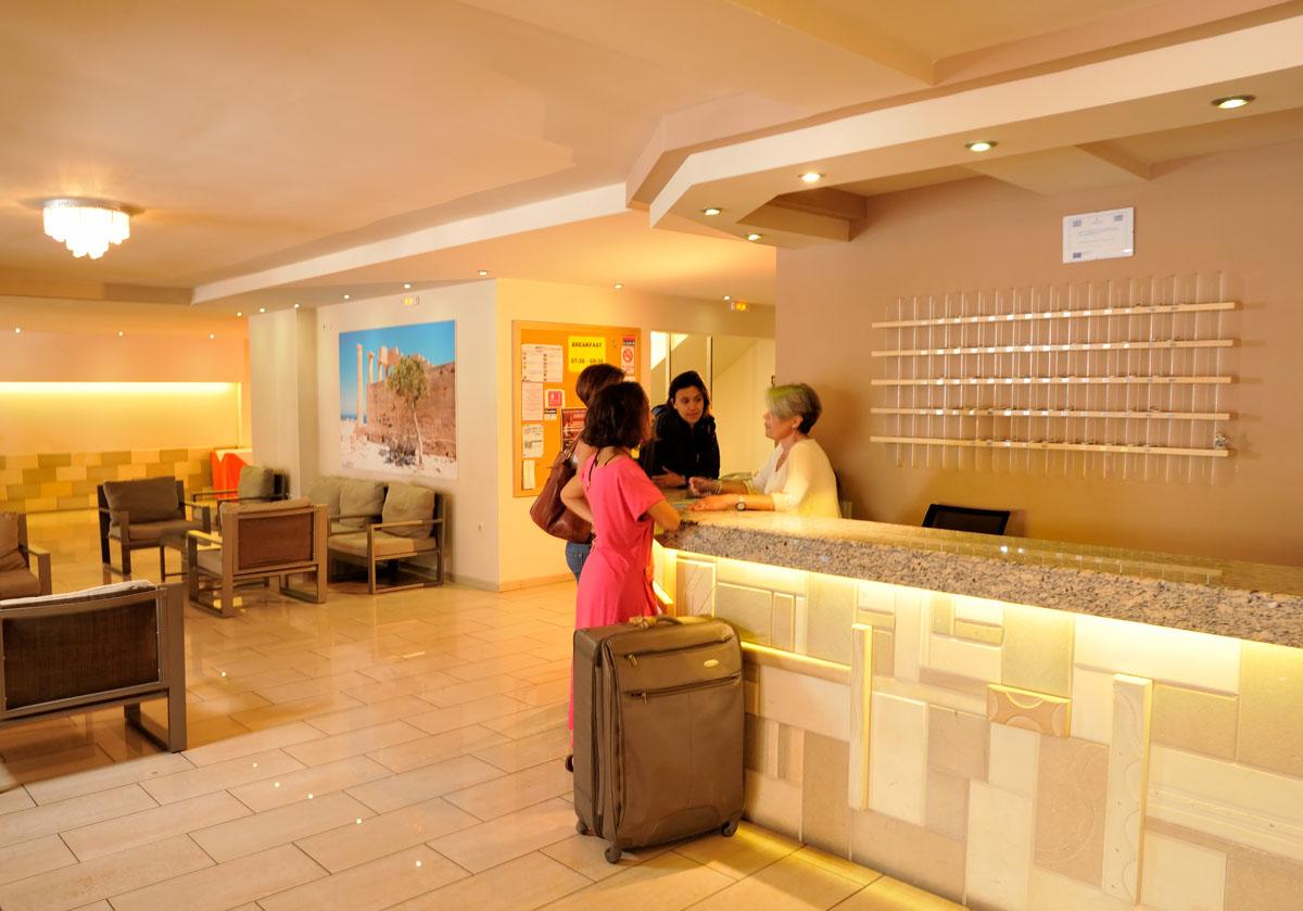 מלון Carina