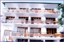 מלון Lilia Hotel