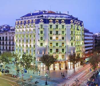 מלון Majestic Hotel