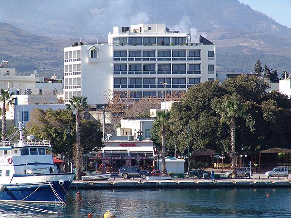 מלון Alexandra Hotel