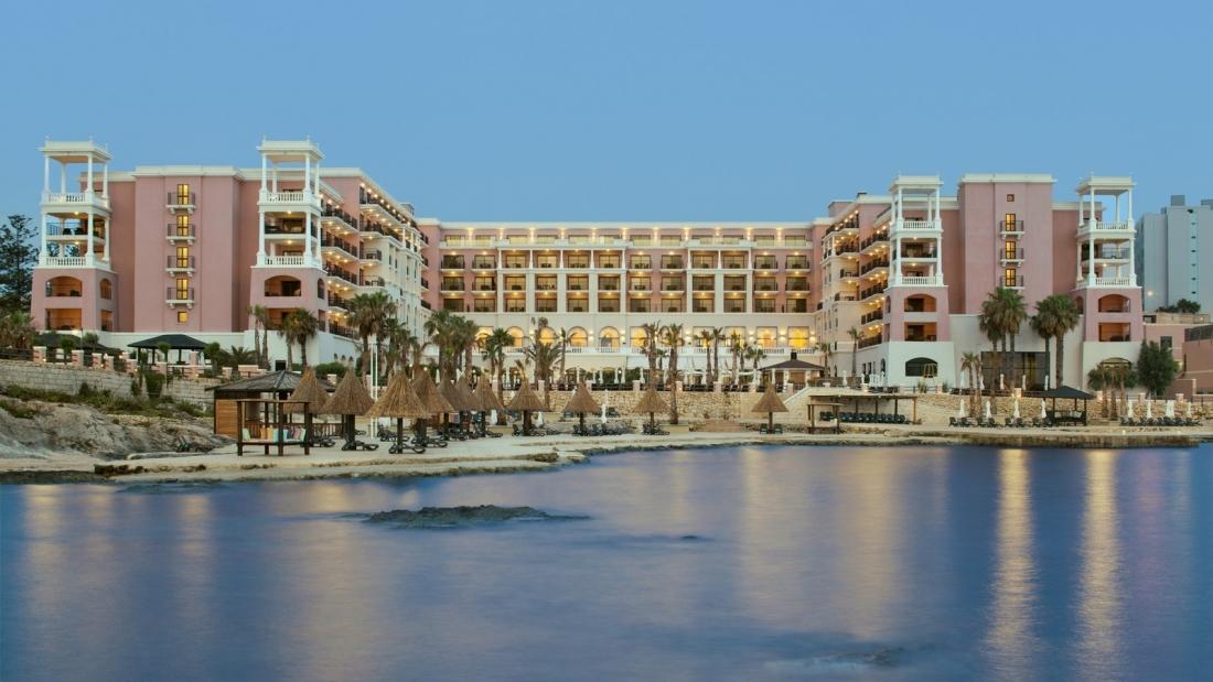 מלון Dragonara Resort
