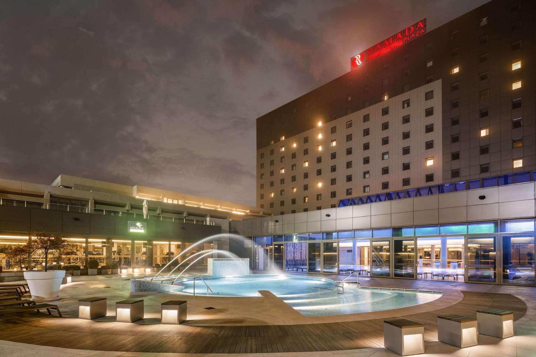 מלון Ramada Plaza