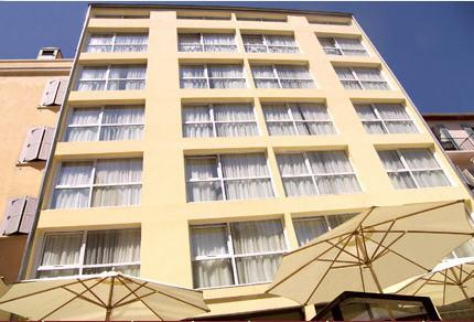 מלון Montaigne Hotel