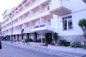 מלון Calma Hotel