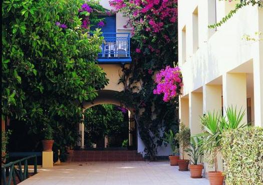 מלון Castello Village Resort