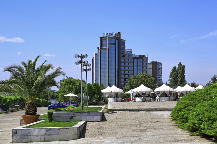 מלון Grand Hotel  Dimyat