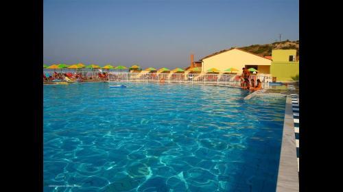 מלון Aqua Sun Village