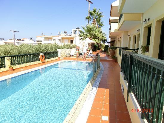מלון Aspri Petra Apartments Hotel