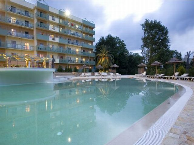 מלון Ariti Grand Hotel