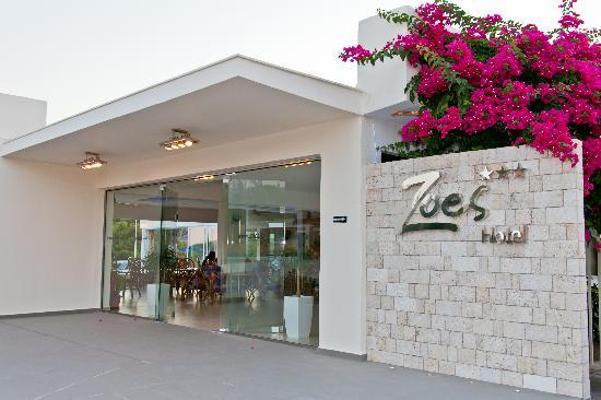 מלון Zoes Hotel