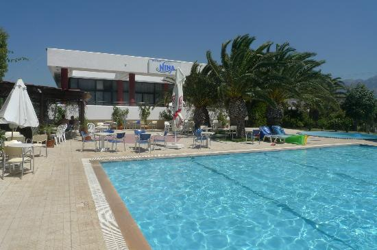 מלון Nina Beach Hotel