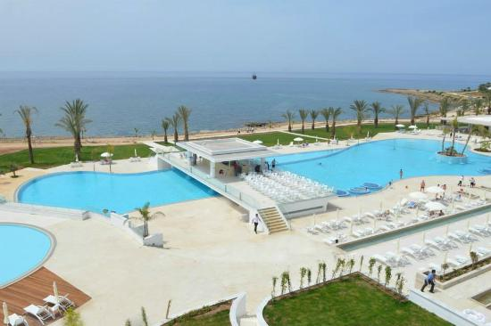 מלון King Evelthon Beach Hotel