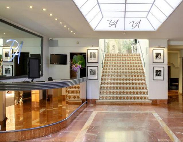 מלון Best Western Le Patio Des Artistes