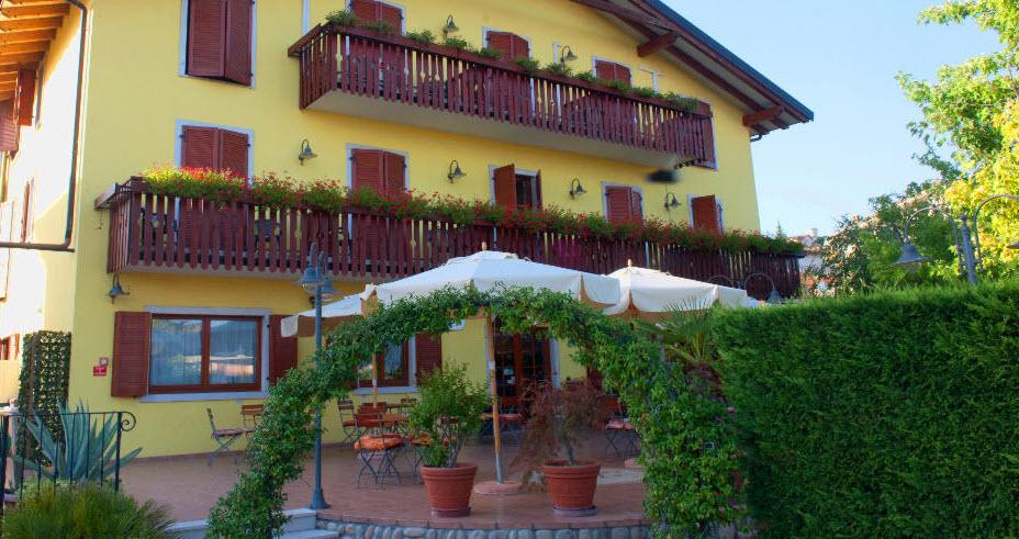 מלון Romantic Hotel