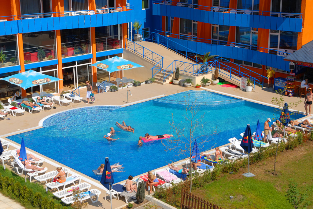 Alp2 - Sunny beach pools ...