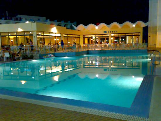 מלון Evi Hotel