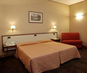 מלון Tritone Hotel